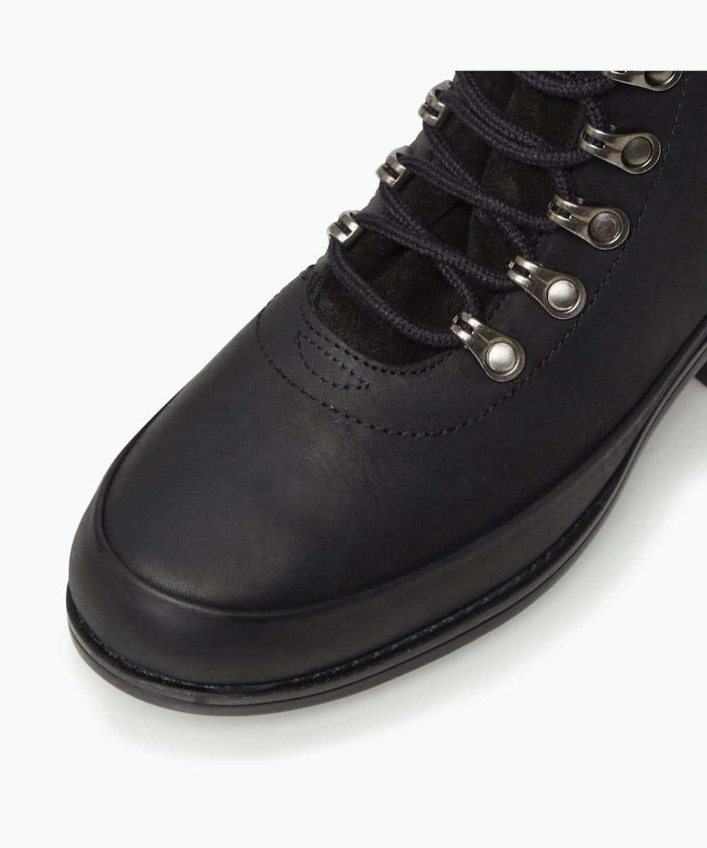RIVA II, Black, medium