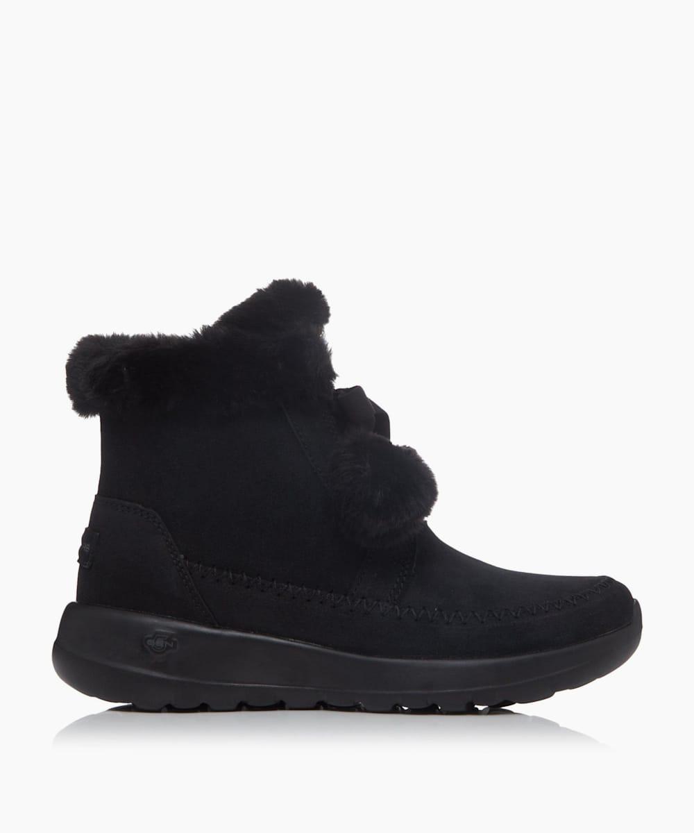 Pompom Trim Boots